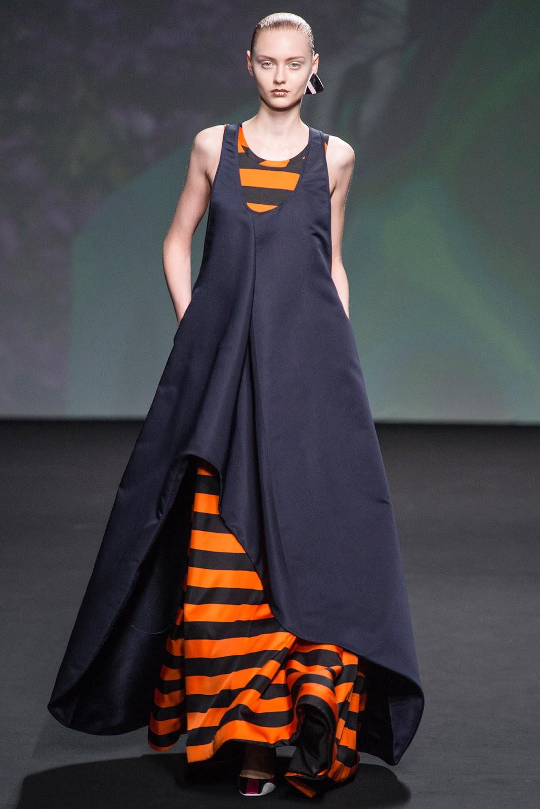 Christian Dior / Haute Couture Fall/Winter 2014   SOS ...  Christian Dior Haute Couture 2014
